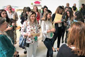 Journalisten informieren sich über die Einrichtungen der Wohnungen an der Algarve