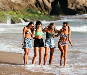 Algarve-Urlaub an Traumstränden mit bezaubernden Schönheiten
