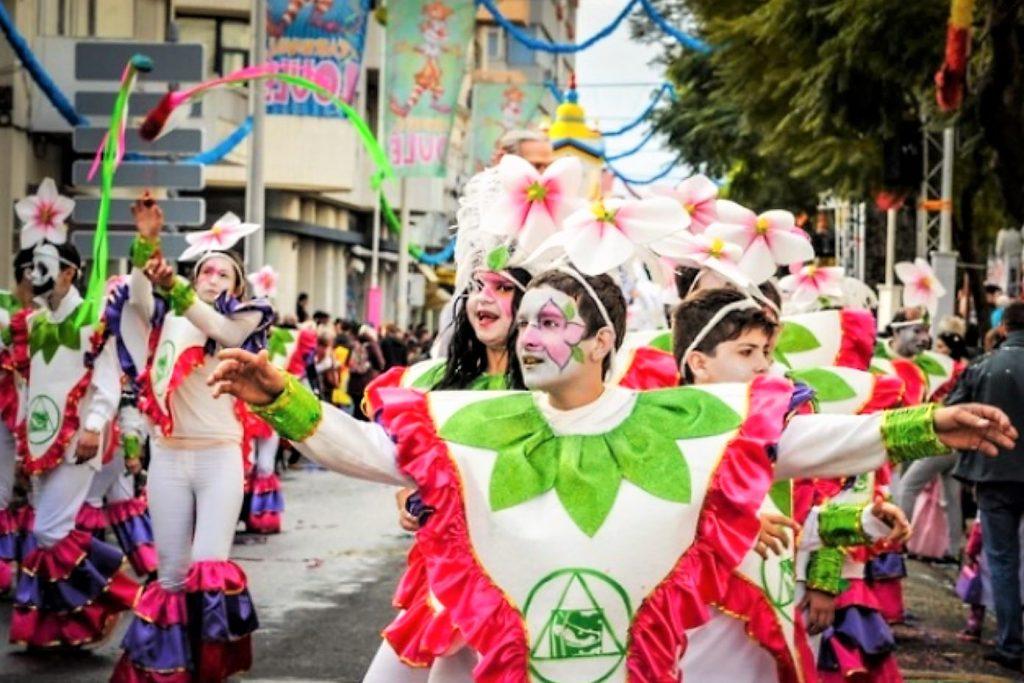 Centeno, Ronaldo und Merkel Karnevals-Thema an der Algarve 2018