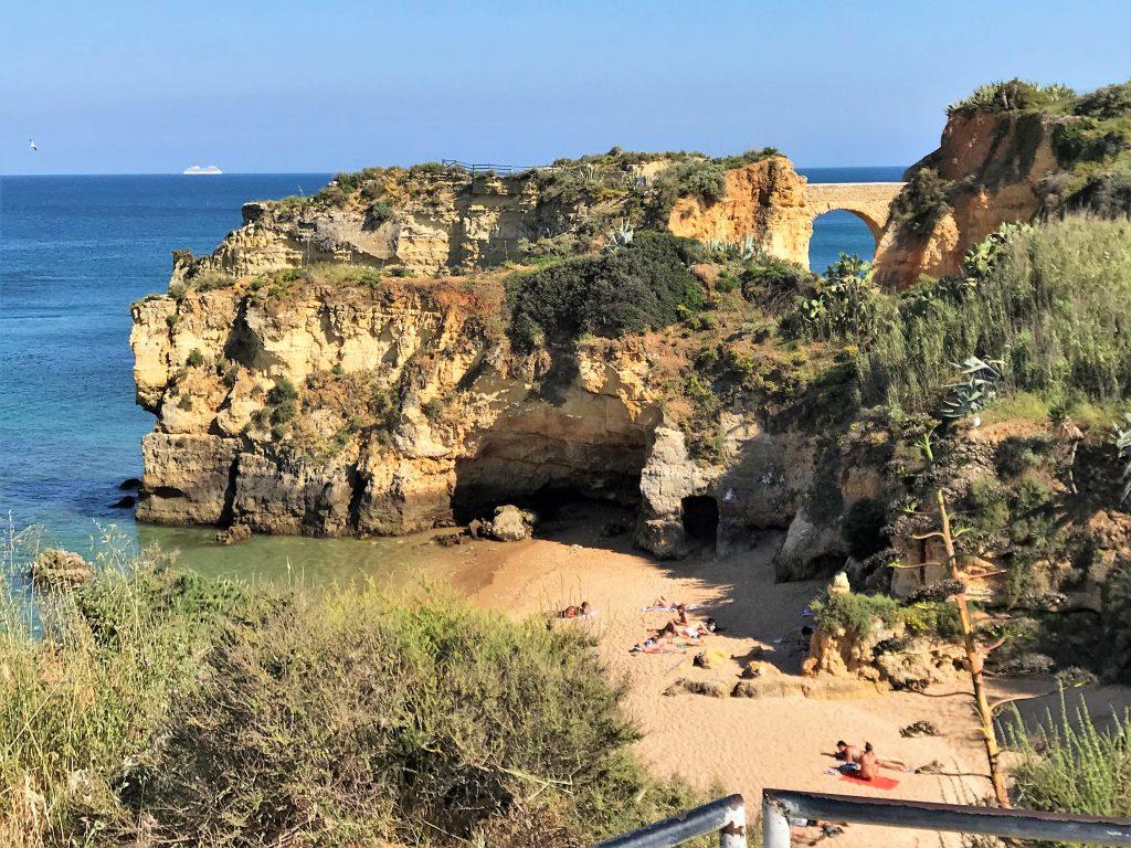 Luxus-Kreuzfahrtschiffe wie die Seven Seas Explorer besuchen die Algarve