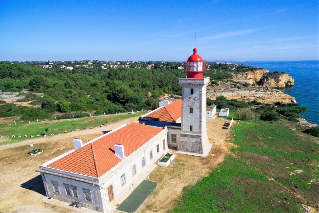 Algarve News zu Carvoeiro-Leuchtturm von Alfanzina an der Algarve