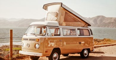 Als Campingbus ist nach wie vor der VW Bully mit Aufstelldach beliebt - auch an der Algarve