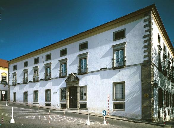 Museen im Alentejo wie das von Evora zeigen auch alte Kunst