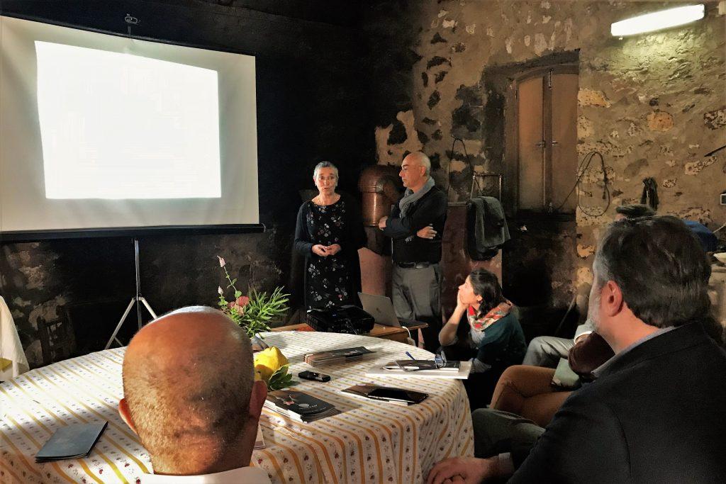 Süßkartoffel und Medronho im Mittelpunkt in einer Pressekonferenz zum Kultur-Projekt Lavrar o Mar an der Algarve