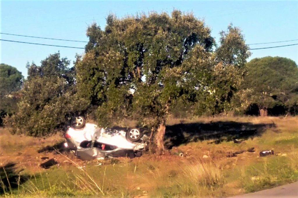 Algarve News über Autounfall mit Überschlag in Cacela