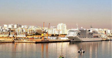 Kreuzfahrten kommen an der Algarve im Hafen von Portimao an