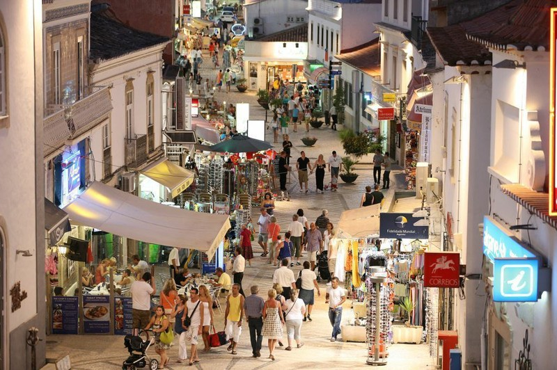 Sicherheitsgefühl in der Altstadt von Albufeira soll durch Videoüberwachung gestärkt werden