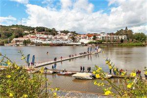 Algarve-März mit Schmuggler-Festival in Alcoutim am Grenzfluss Guadiana zu Spanien