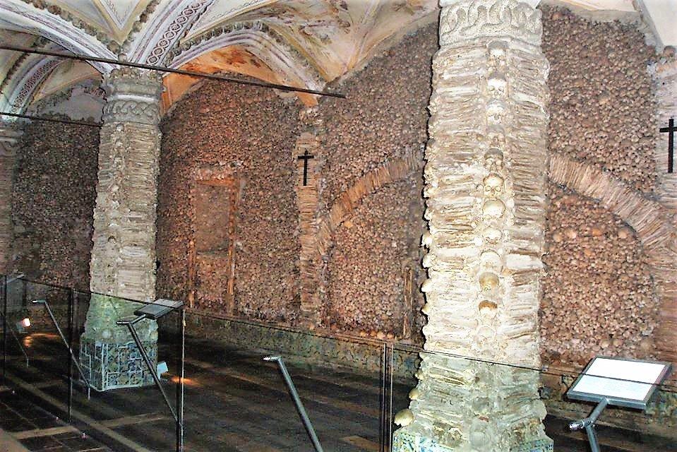 Alqueva-Stausee und Knochen-Kapelle ziehen Alentejo-Touristen an