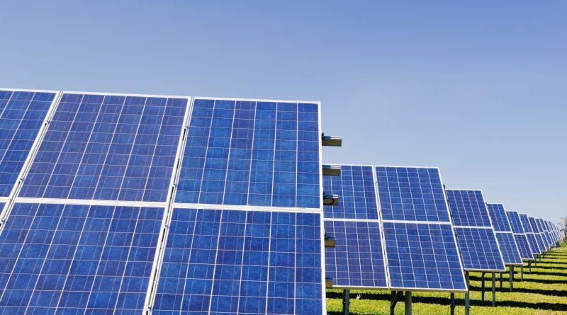Erneuerbare Energie ist in Portugal auf dem Vormarsch durch viel Sonne, Wind und Wasser