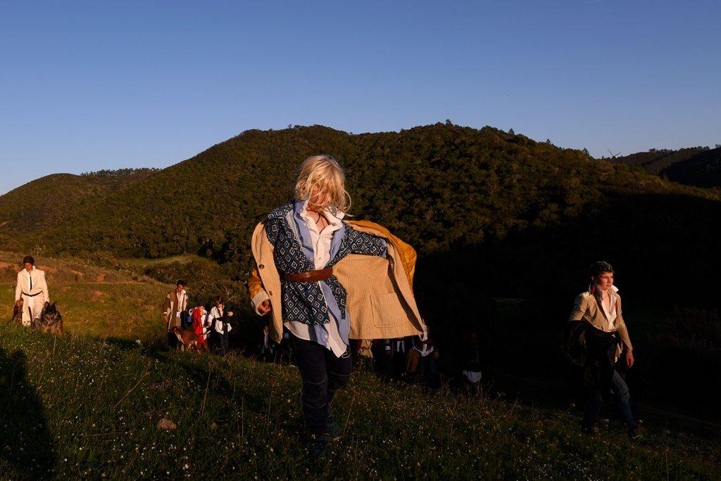 EvaPoro ist eine Freiluft-Performance an der West-Algarve zum Thema Verschwinden