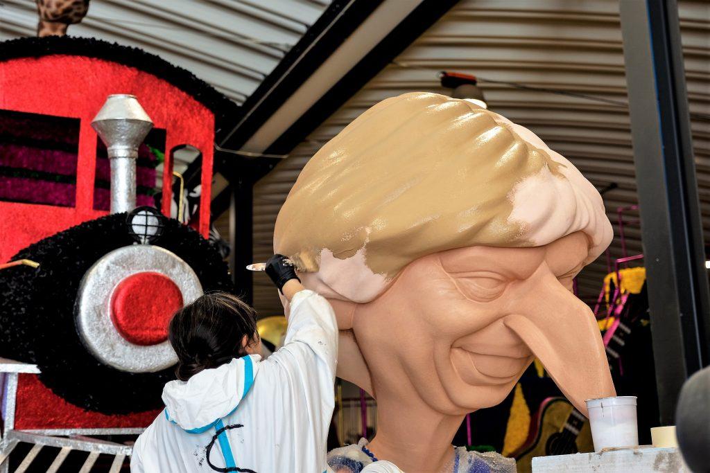 Algarve-Karneval mit Großbritanniens Premieministerin Theresa May als Pinocchio