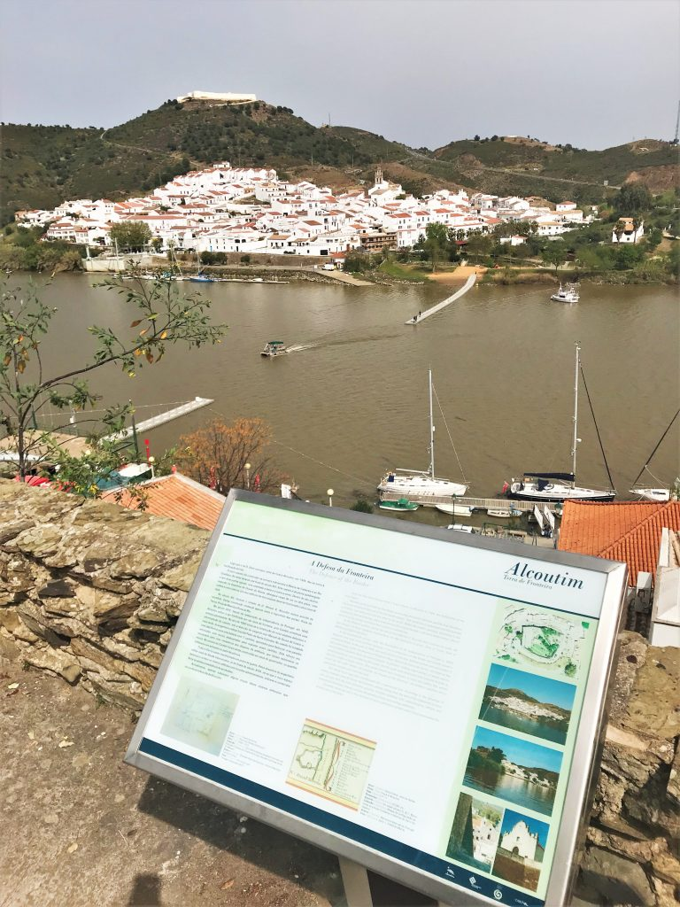 Brückenbau zwischen Algarve und Andalusien durch schwimmende Brücke über Grenzfluss Guadiana