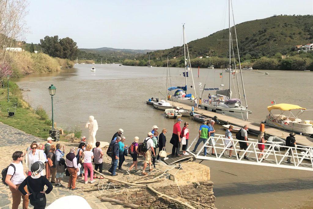 Brückenbau zwischen Alcoutim und Sanlucar de Guadiana zieht Touristen an