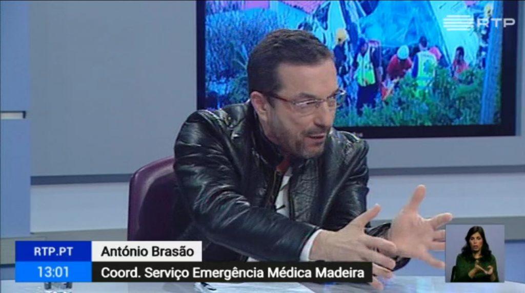 Karfreitag tritt der Leiter des Rettungsdienstes von Madeira im Fernsehen aus und berichtet über das Busunglück