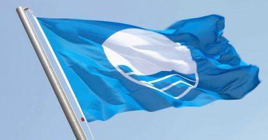 Strandqualität gesichert durch Symbol blaue Flagge
