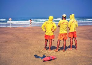 Unglücksfälle glimpflich ausgehen zu lassen ist Aufgabe von Rettungsschwimmern an der Algarve