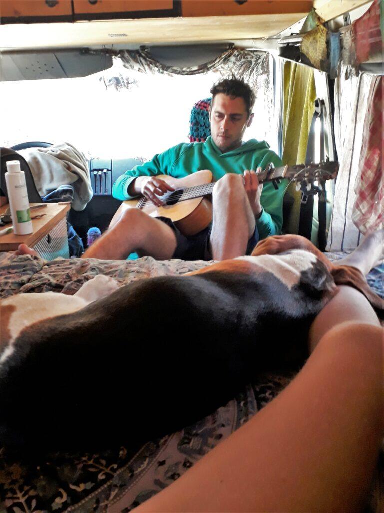 Freund der Österreicherin Julia W. lebt abgeschieden in Camper Van bei Pedralva an Algarve-Westküste