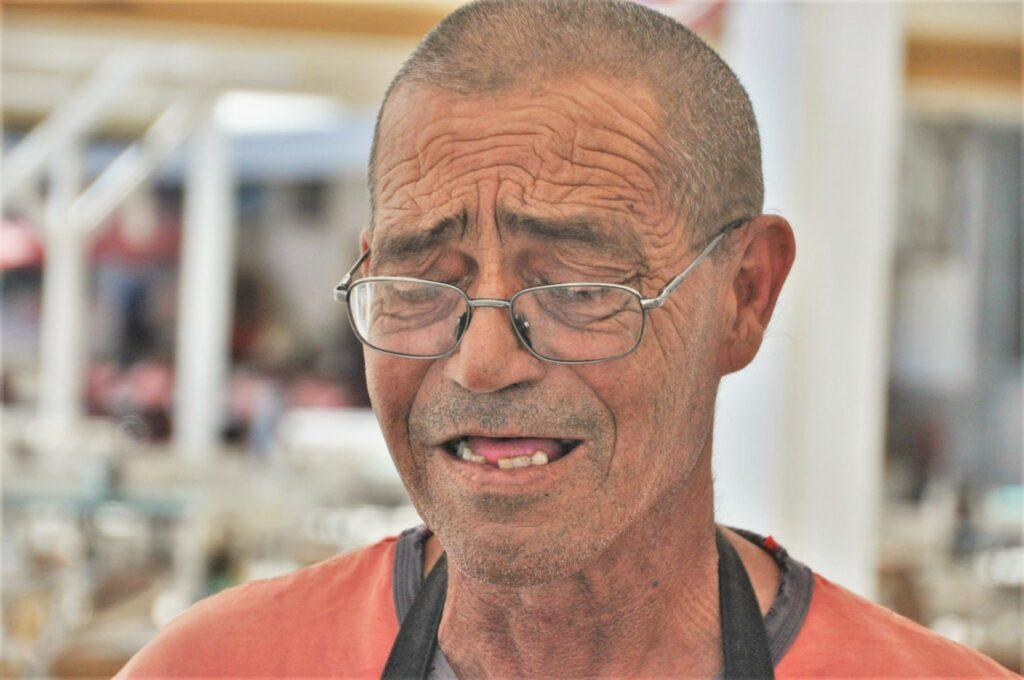 Sardinen grillen ist das Metier von Luis im Restaurante La Plage in Fuseta