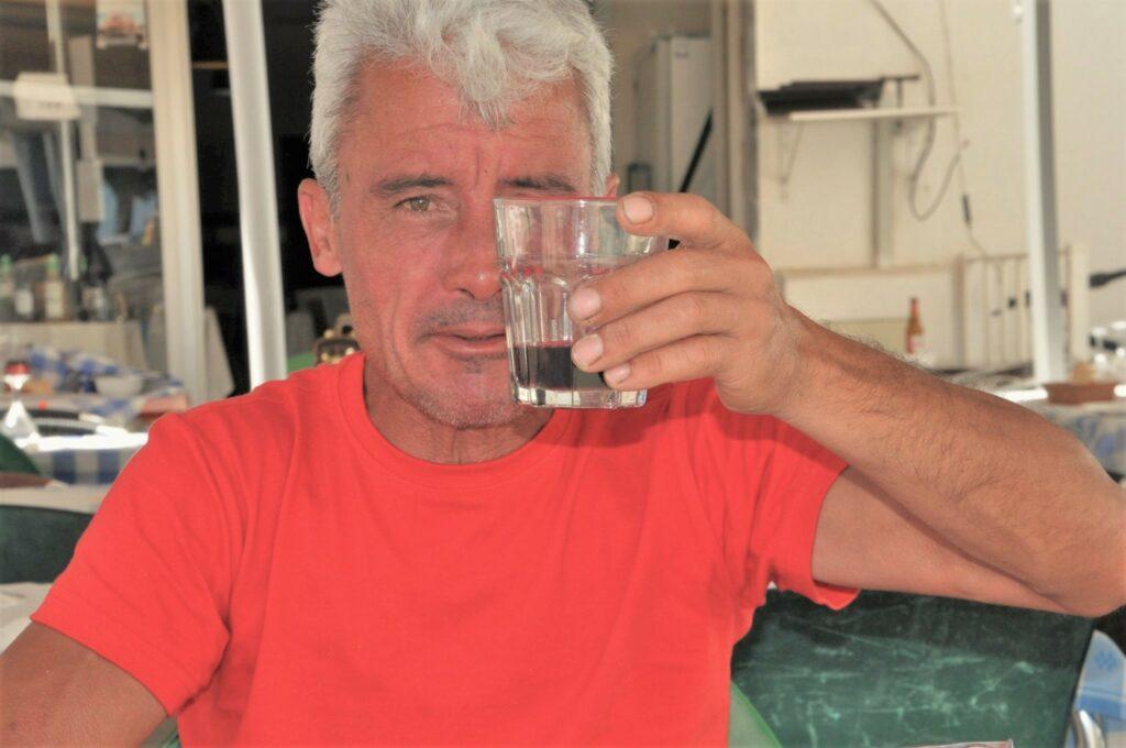 Sardinen mit Rotwein genießen ist ein besonders Vergnügen an der Algarve