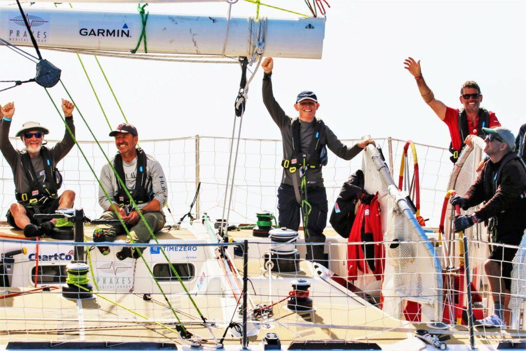Algarve-Klippen bilden Hintergrund für Einfahrt von Clipper-Crews in Portimao