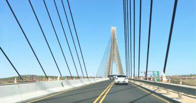 Autbahnbrücke der A 22 über den Guadiana, der Algarve und Andalusien trennt