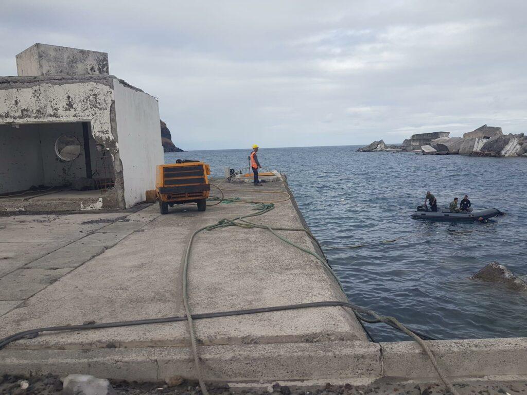 Wirbelsturm-Schäden auf den Azoren haben Hafen Lajes das Flores lahmgelegt