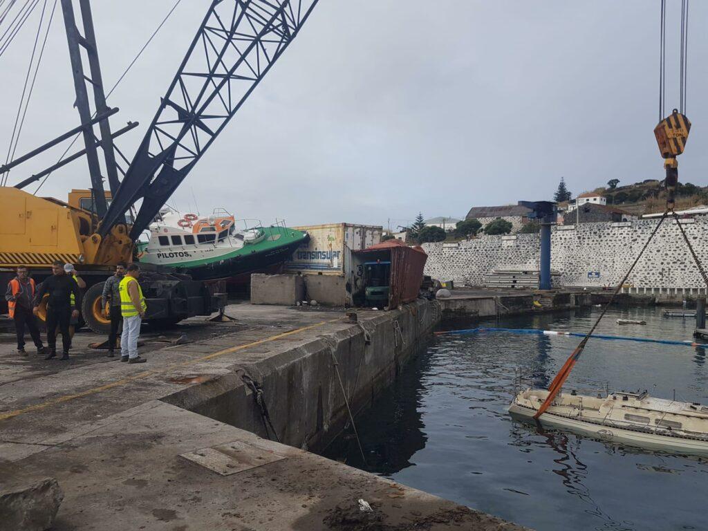 Wirbelsturm-Schäden werden von Soldaten auf den Azoren beseitigt