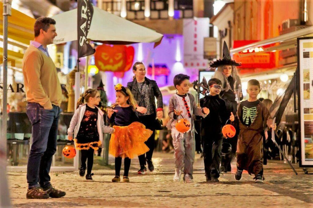 Halloween an der Algarve mit Kürbiswettbewerb gefeiert