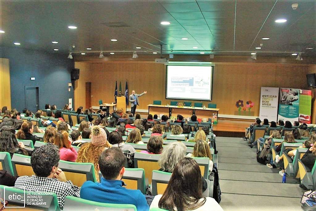 Covid-19 Hotline mit Medizinstudenten der Universität der Algarve besetzt